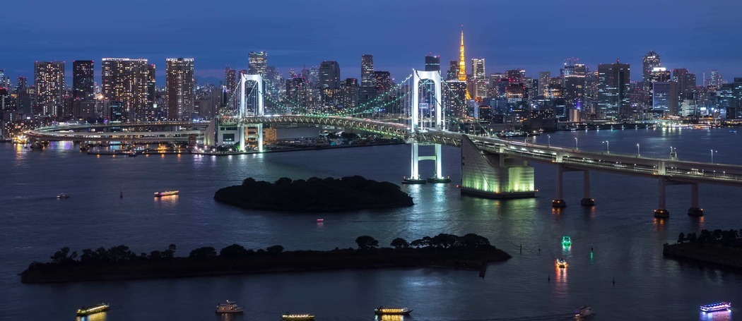 Panorama of rainbow bridge at night tokyo japan p3sjl5g 1555043817