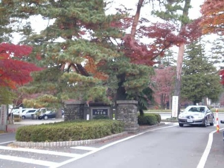 Tama cemetery entrance 1528090261